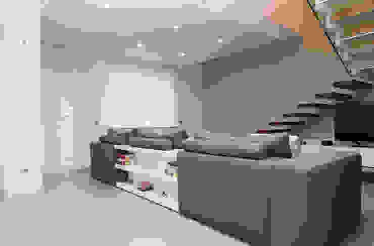 Living room by Studio  Vesce Architettura,