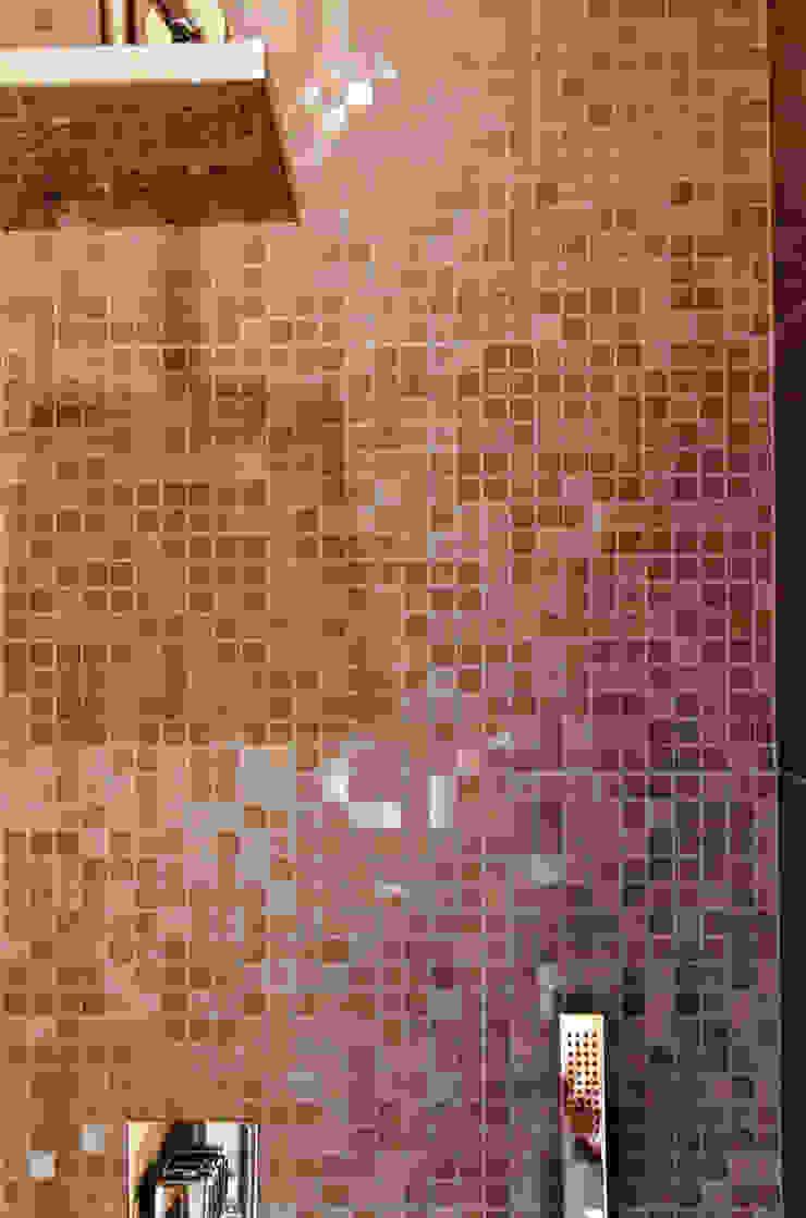 モダンスタイルの お風呂 の Fluido Design Studio モダン