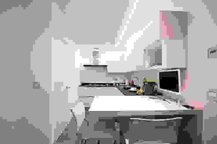 private house 13003 Cucina moderna di piccola bottega di architettura Moderno
