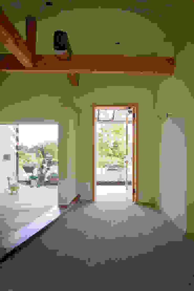 高根の舎Ⅰ‐2世帯をつなぐ土間 オリジナルな 壁&床 の 有限会社中村建築事務所 オリジナル