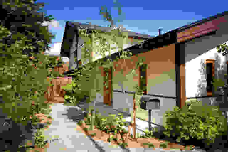 高根の舎Ⅰ‐外観(道路側) オリジナルな 家 の 有限会社中村建築事務所 オリジナル