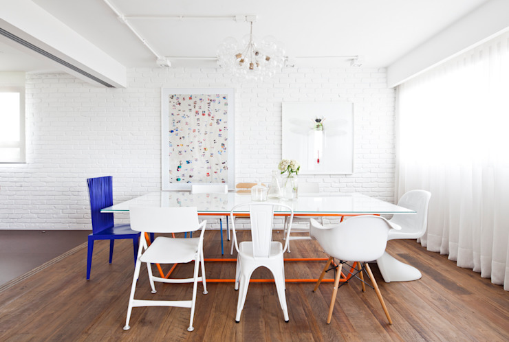 Salas de jantar modernas por Flávia Gerab Moderno
