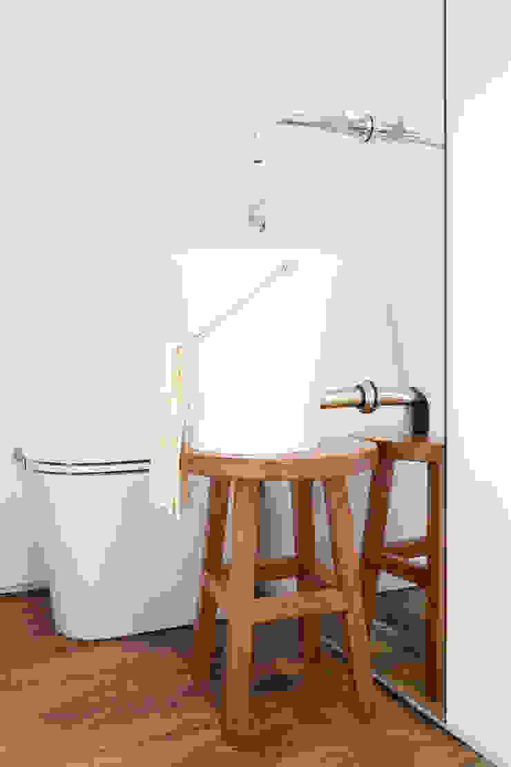 FA Banheiros modernos por Flávia Gerab Moderno