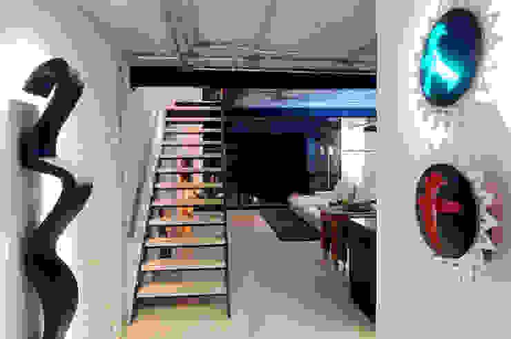 MM Corredores, halls e escadas modernos por Flávia Gerab Moderno