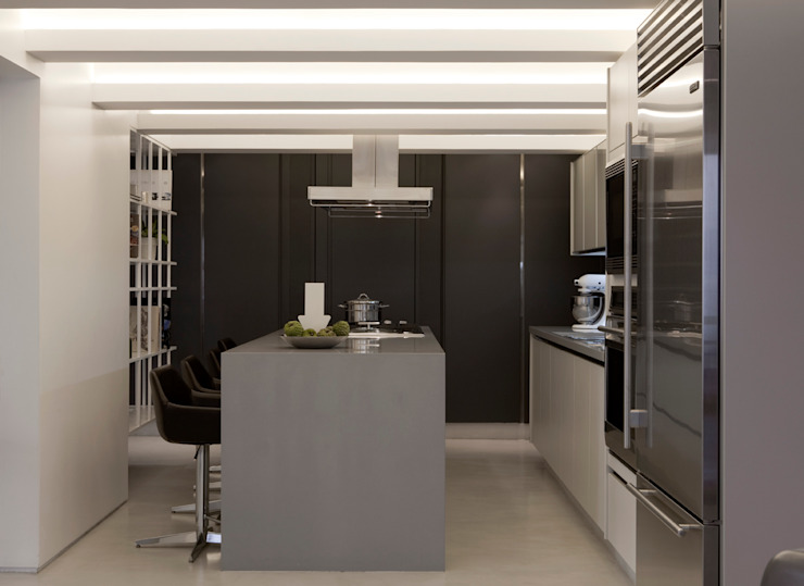 Modern kitchen by Flávia Gerab Modern