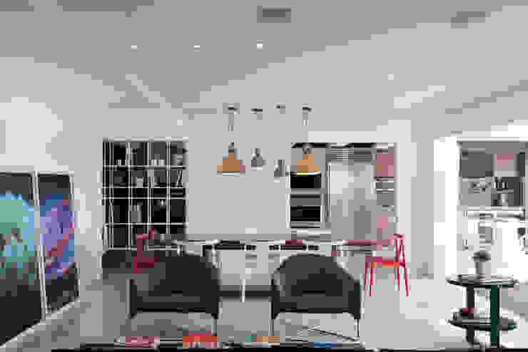 AP Salas de jantar modernas por Flávia Gerab Moderno