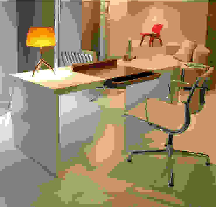 MESA DESPACHO MATEO de Estudio de diseño, espacios y mobiliario, Carmen Menéndez Moderno