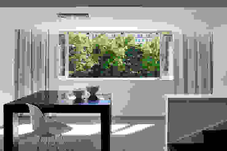 Столовая комната в стиле модерн от Tiago Patricio Rodrigues, Arquitectura e Interiores Модерн