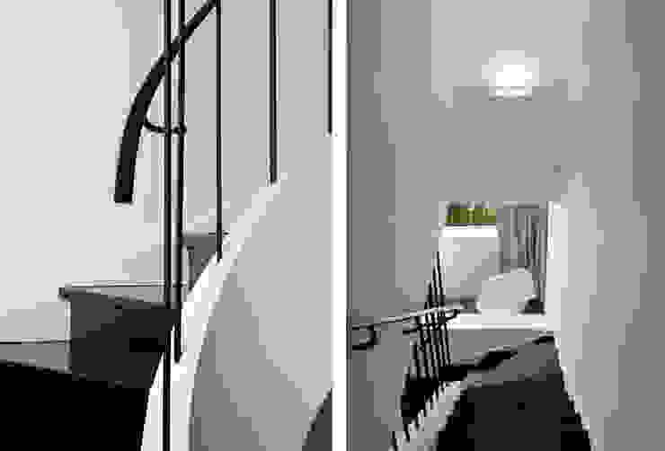Коридор, прихожая и лестница в модерн стиле от Tiago Patricio Rodrigues, Arquitectura e Interiores Модерн