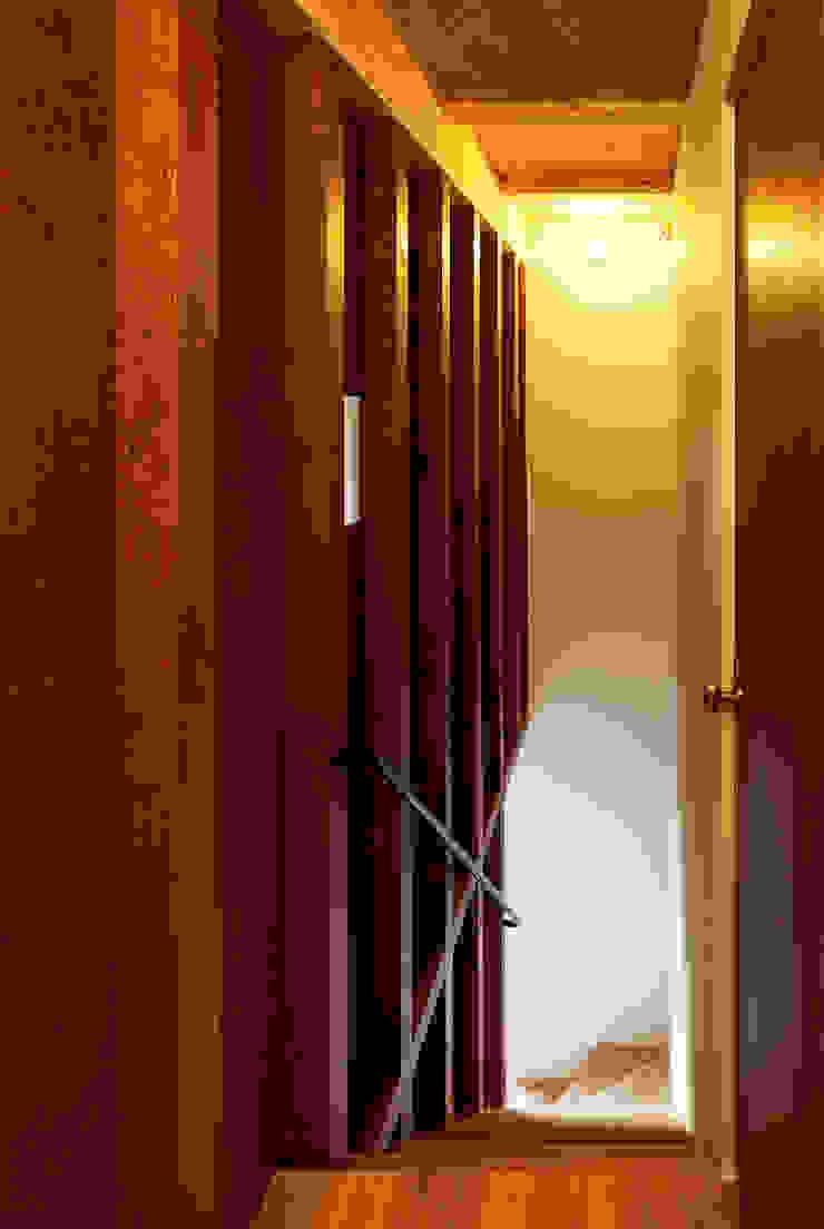 東九番丁のハウス モダンスタイルの 玄関&廊下&階段 の 齋藤和哉建築設計事務所 モダン