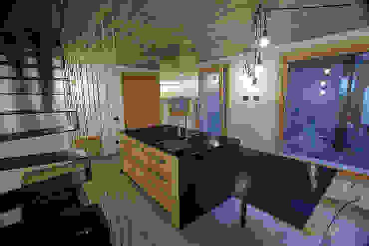 Minimalistyczna kuchnia od BEARprogetti - Architetto Enrico Bellotti Minimalistyczny
