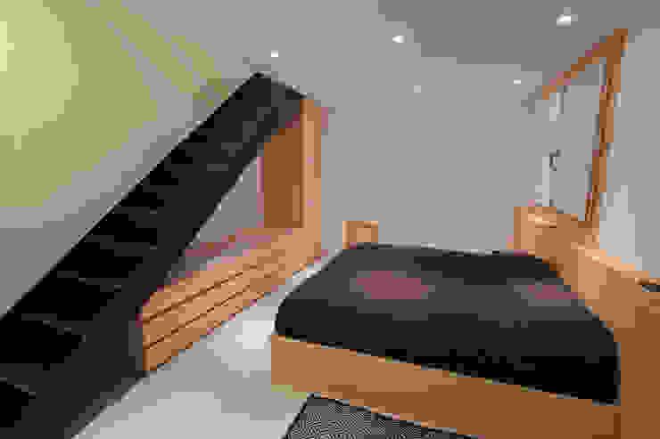 Minimalist bedroom by BEARprogetti - Architetto Enrico Bellotti Minimalist
