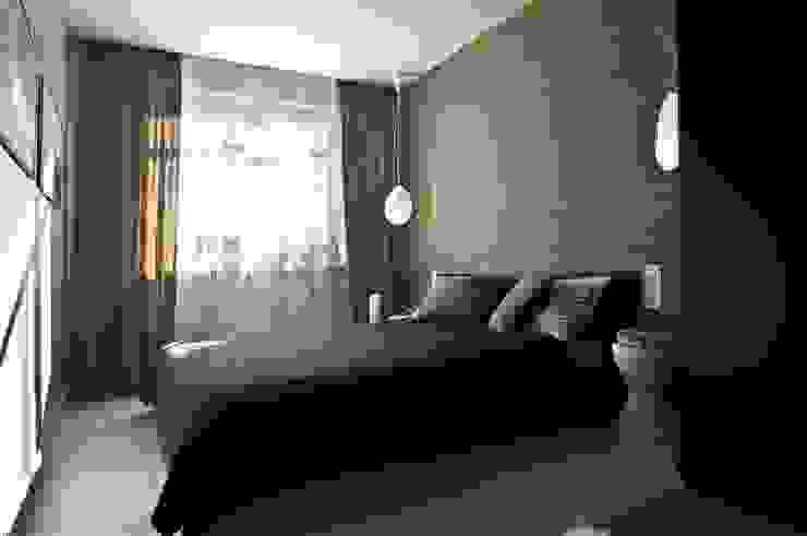 Mieszkanie pokazowe Invest Komfort 2010 Skandynawska sypialnia od formativ. indywidualne projekty wnętrz Skandynawski