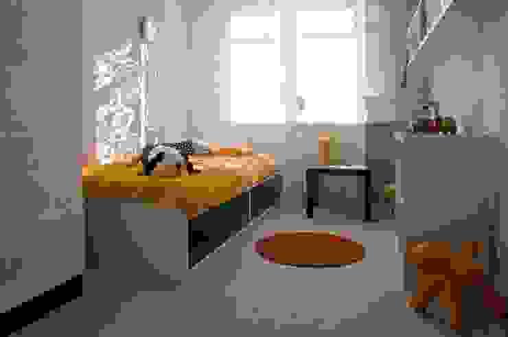 Mieszkanie pokazowe Invest Komfort 2010 Skandynawski pokój dziecięcy od formativ. indywidualne projekty wnętrz Skandynawski