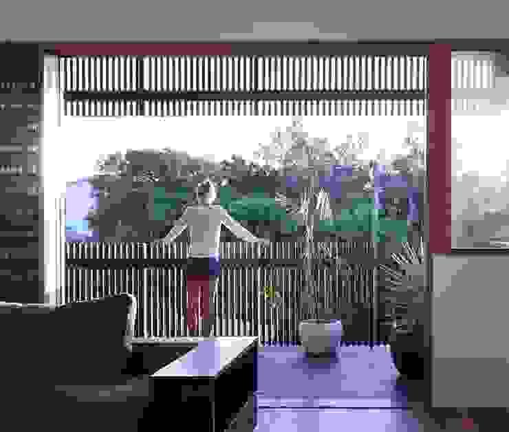 The Sunshine Beach House Balcones y terrazas de estilo moderno de Shaun Lockyer Architects Moderno