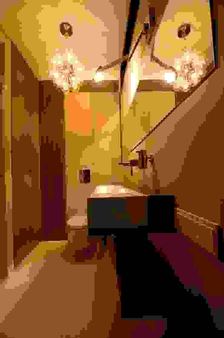 Apartament w Gdynia 2011 Nowoczesna łazienka od formativ. indywidualne projekty wnętrz Nowoczesny