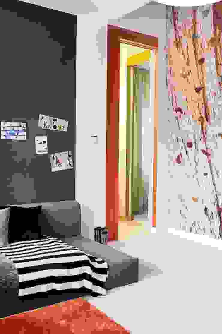 Dom prywatny 2012 Skandynawski pokój dziecięcy od formativ. indywidualne projekty wnętrz Skandynawski