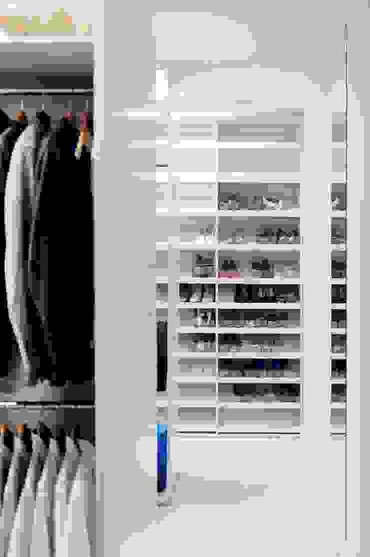 Dom prywatny 2012 Nowoczesna garderoba od formativ. indywidualne projekty wnętrz Nowoczesny