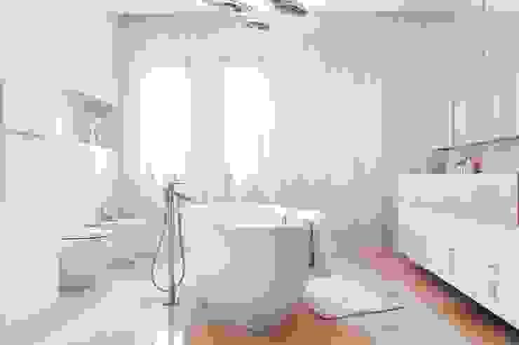 Dom prywatny 2012 Klasyczna łazienka od formativ. indywidualne projekty wnętrz Klasyczny