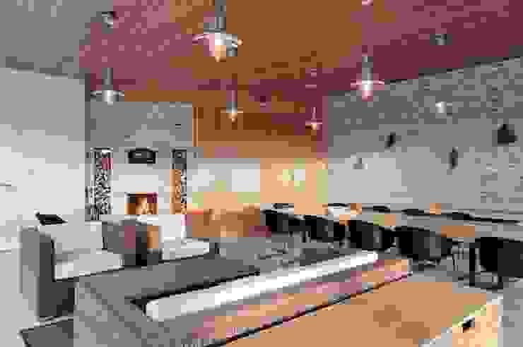 Domek biesiadny 2012 Industrialny salon od formativ. indywidualne projekty wnętrz Industrialny