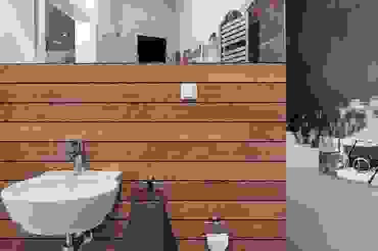 Domek biesiadny 2012 Industrialna łazienka od formativ. indywidualne projekty wnętrz Industrialny