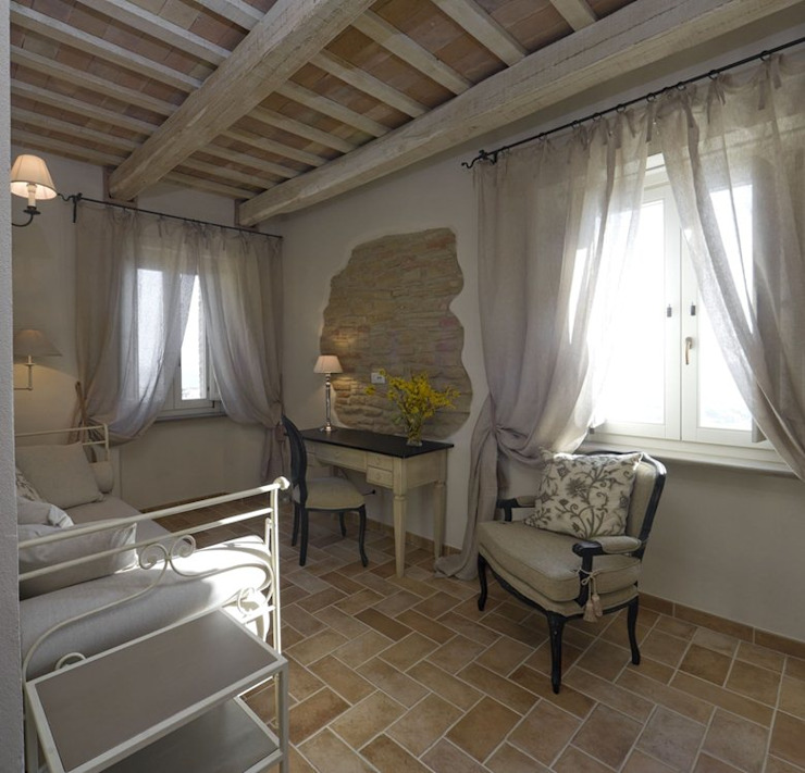 Country Resort Roberto Catalini Int. Designer Camera da letto in stile rustico