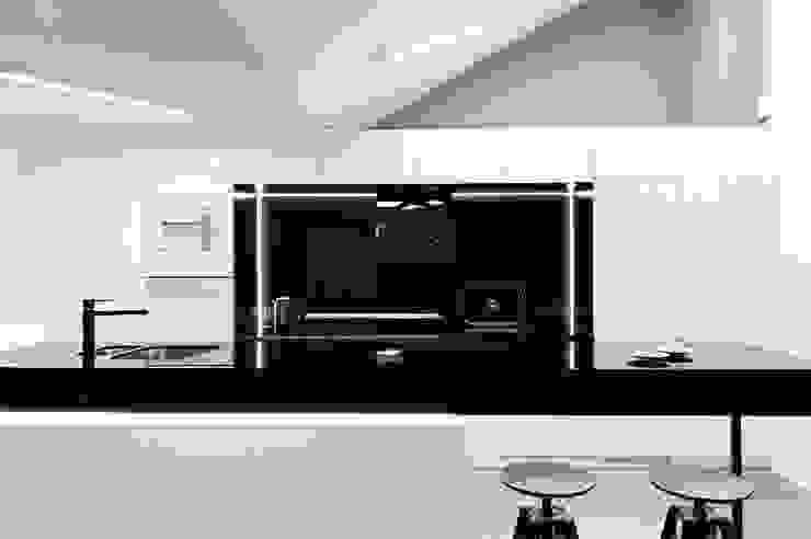 Apartament w Gdańsku 2012 Industrialna kuchnia od formativ. indywidualne projekty wnętrz Industrialny