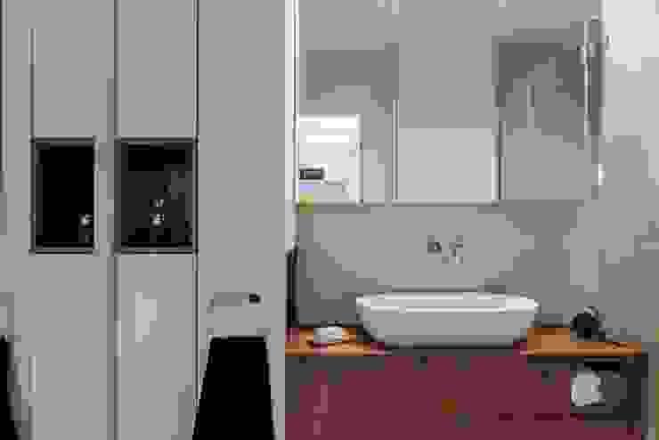 Mieszkanie w Gdyni 2013 formativ. indywidualne projekty wnętrz Nowoczesna łazienka