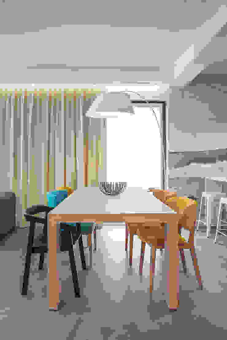Dom w Gdyni 2015 Skandynawska jadalnia od formativ. indywidualne projekty wnętrz Skandynawski