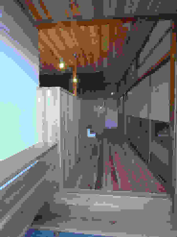 玄関から廊下を眺める モダンスタイルの 玄関&廊下&階段 の 一級建築士事務所co-designstudio モダン