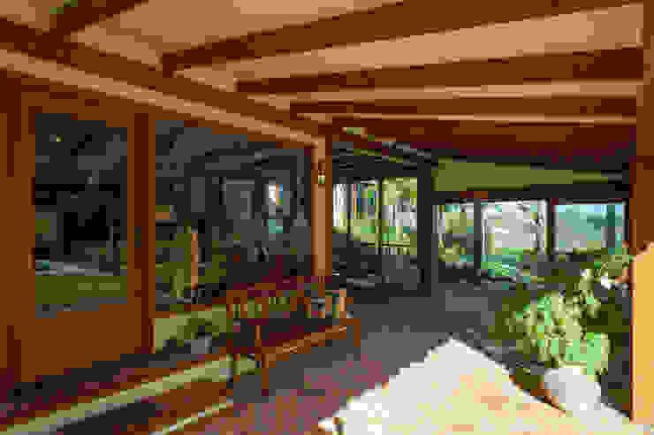 PM Arquitetura Balcones y terrazas de estilo rústico