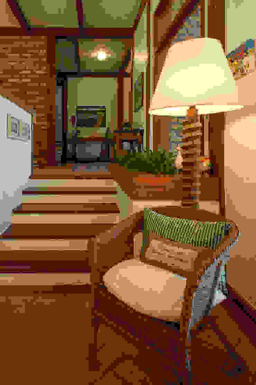 PM Arquitetura Rustic style corridor, hallway & stairs