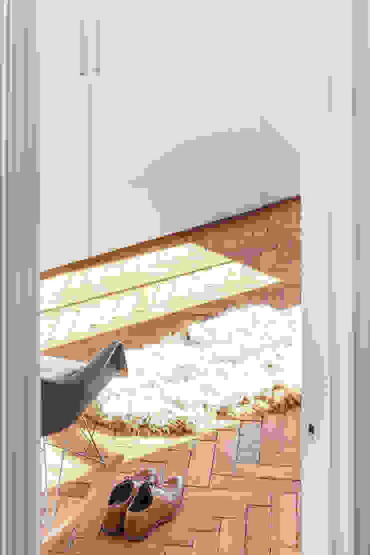 FC Residence I Modern style bedroom by deDraft Ltd Modern
