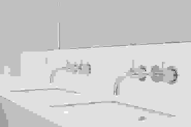 FC Residence I Minimalist bathroom by deDraft Ltd Minimalist