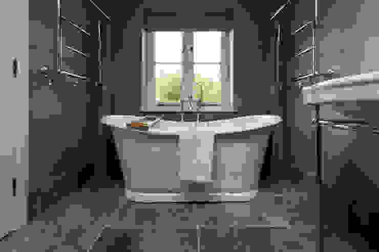 LFH Residence Modern bathroom by deDraft Ltd Modern