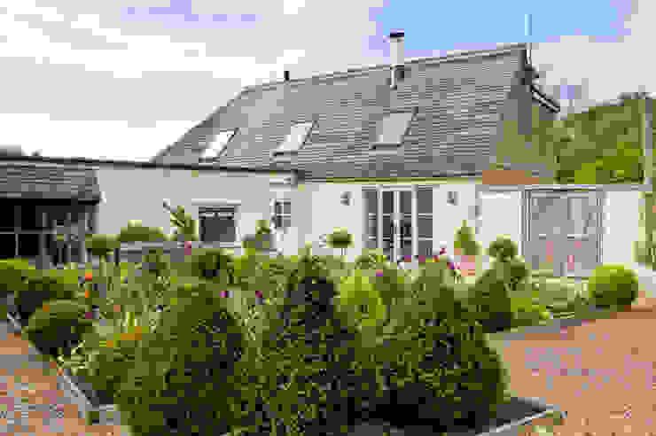 LFH Residence Rustic style house by deDraft Ltd Rustic