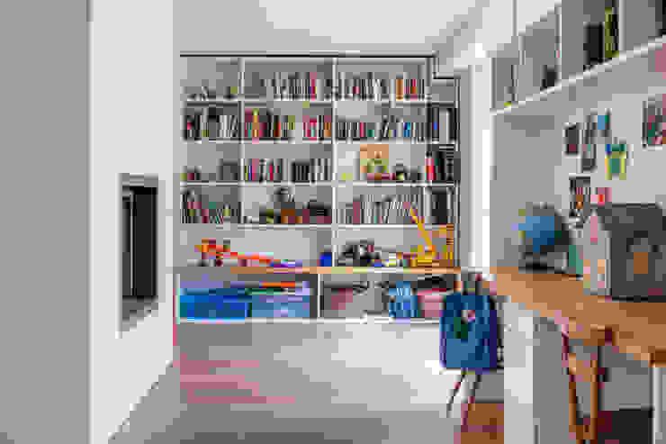LFH Residence Modern living room by deDraft Ltd Modern
