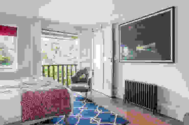 LFH Residence Modern style bedroom by deDraft Ltd Modern
