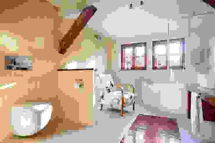 Wiejska chata: styl , w kategorii Łazienka zaprojektowany przez Studio Projektowe RoRO interior + design,Wiejski