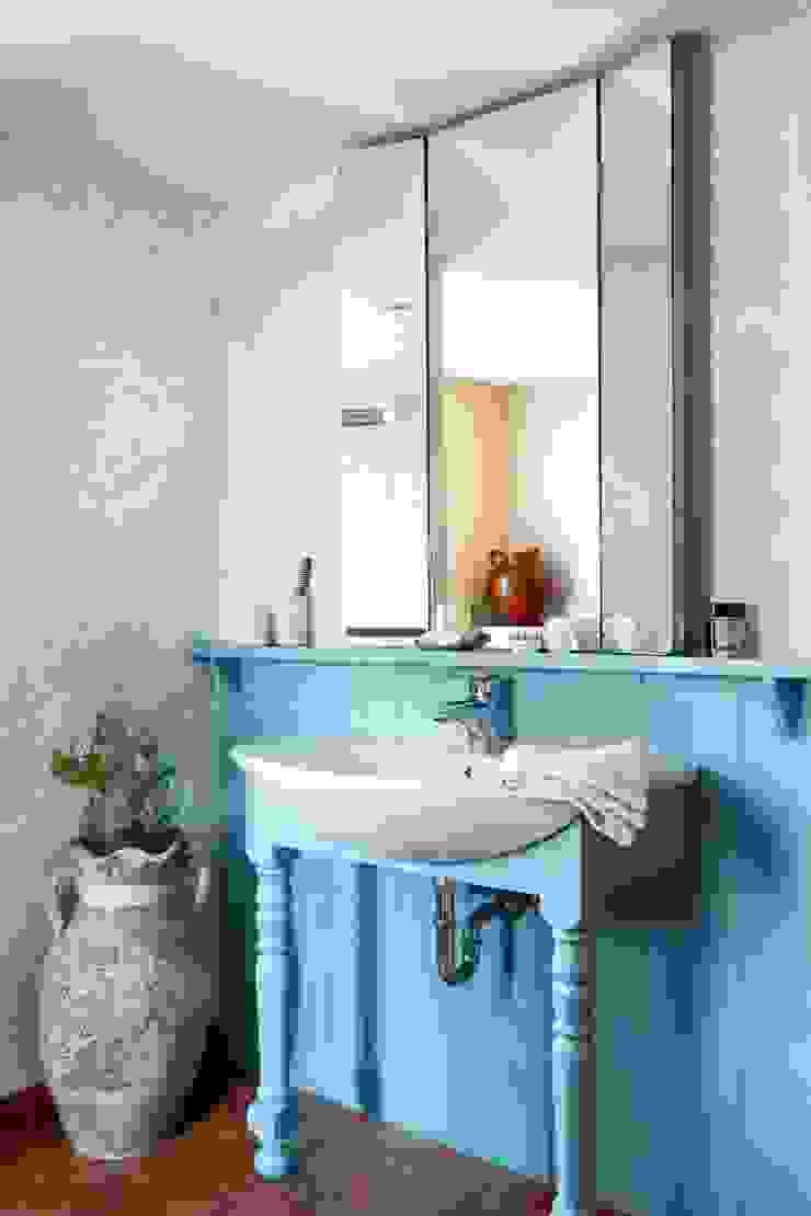 Wiejska chata Wiejska łazienka od Studio Projektowe RoRO interior + design Wiejski