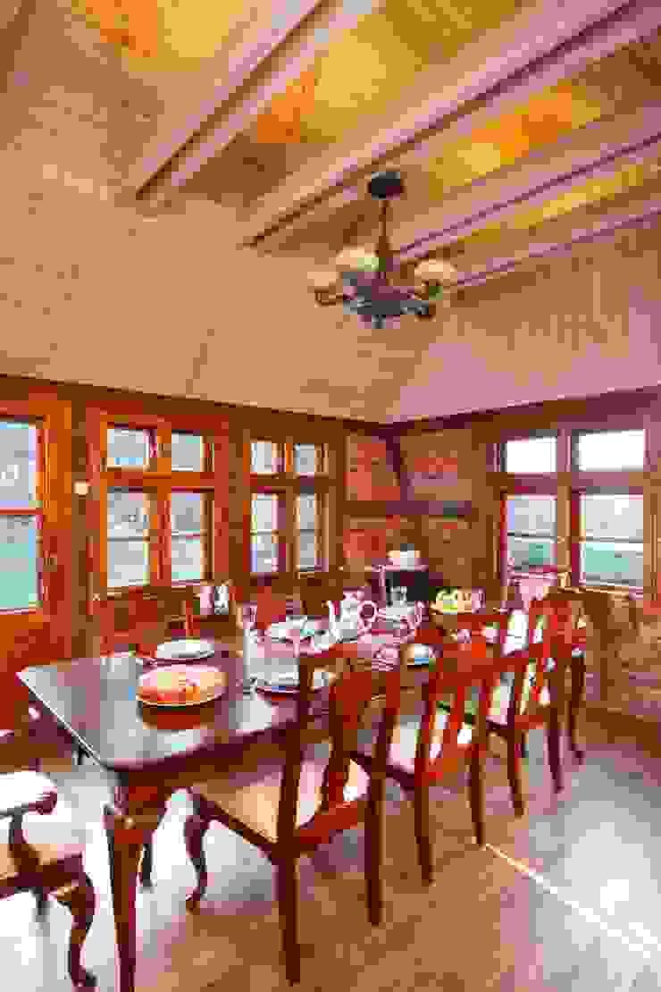 Wiejska chata Wiejska jadalnia od Studio Projektowe RoRO interior + design Wiejski