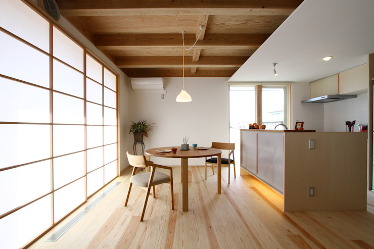 Eclectic style dining room by 有限会社 コアハウス Eclectic