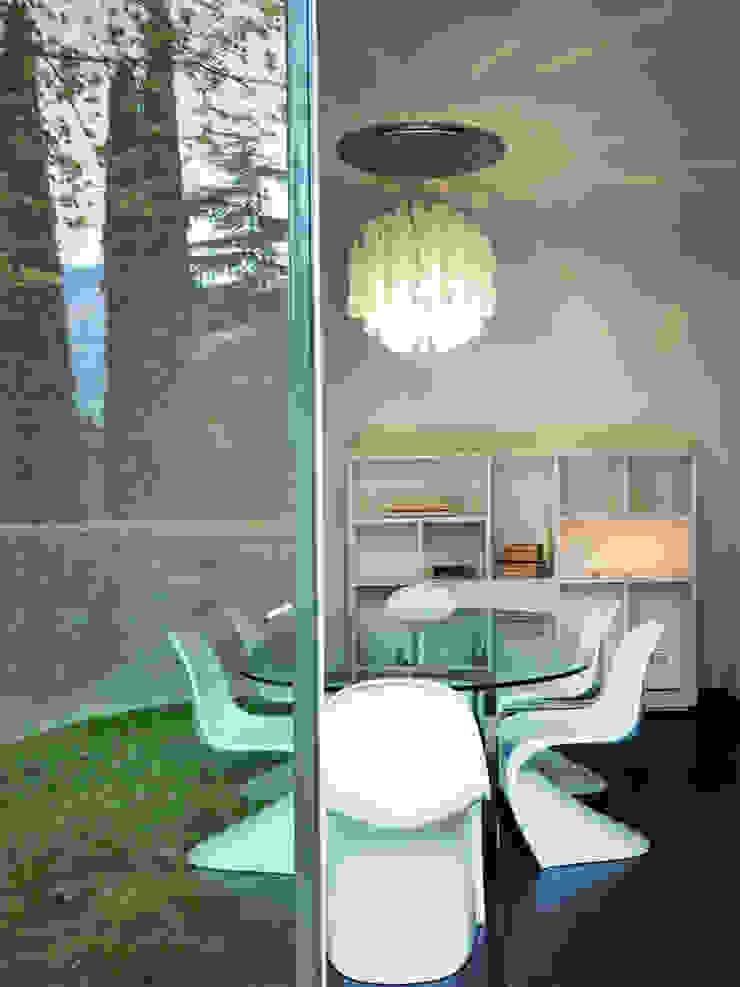 Modern dining room by Studio Marco Piva Modern