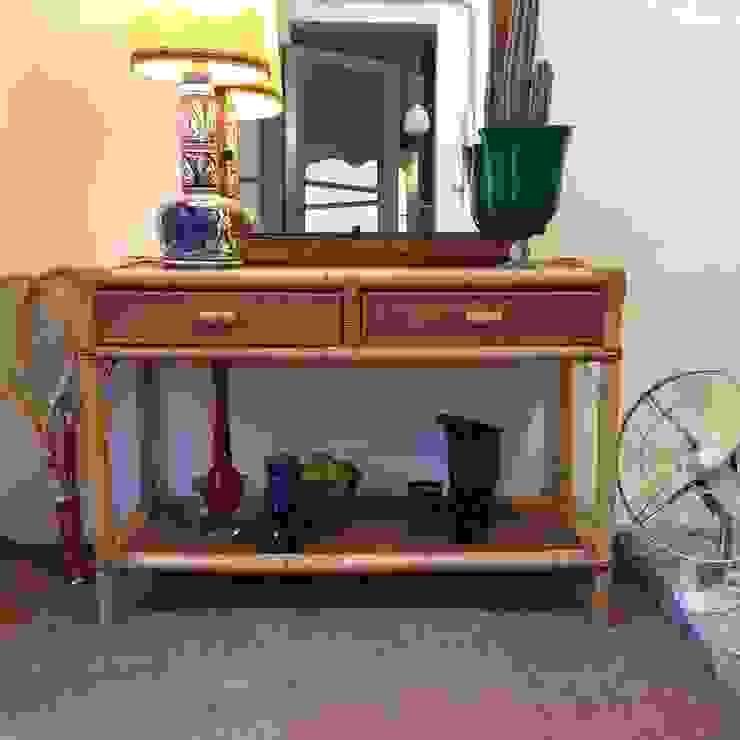 Consola de caña y otros objetos:  de estilo tropical de La Mueblerí , Tropical