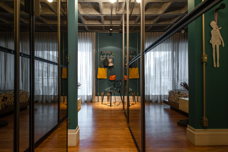 PM Arquitetura Industrial style corridor, hallway and stairs
