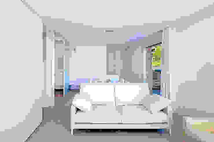 Casa GSX Salones de estilo moderno de Estudi Agustí Costa Moderno