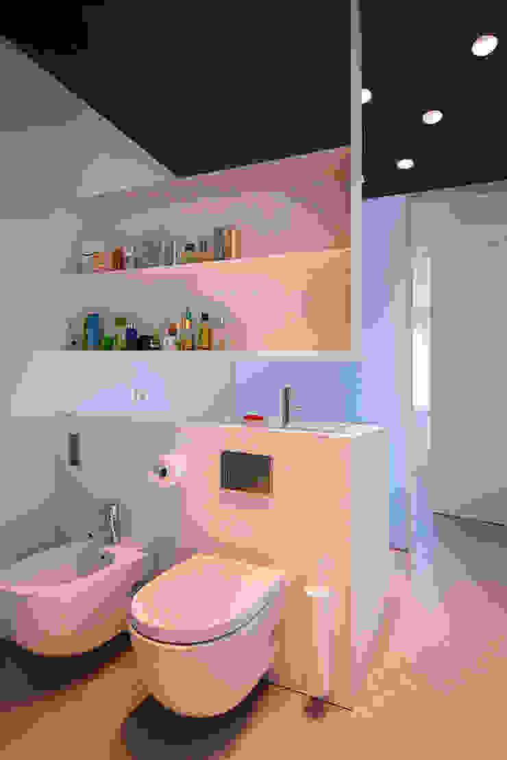 Casa GSX Baños de estilo moderno de Estudi Agustí Costa Moderno