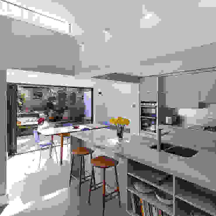 APE Architecture & Design Ltd.が手掛けたキッチン, モダン