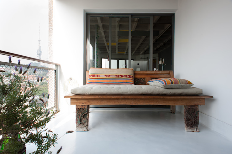 Industrial style balcony, porch & terrace by PM Arquitetura Industrial