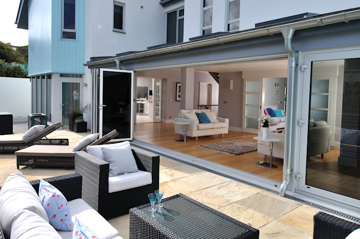 The Sea House, Porth, Cornwall Modern Balkon, Veranda & Teras The Bazeley Partnership Modern